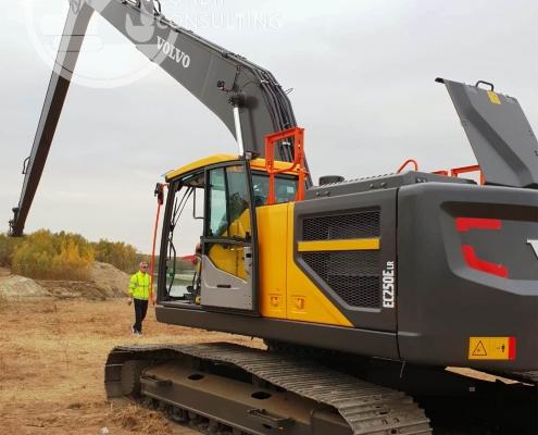 Excavator cu brat lung Volvo 1
