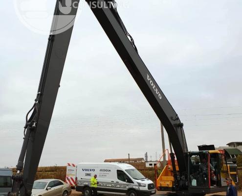 Excavator cu brat lung Volvo 3